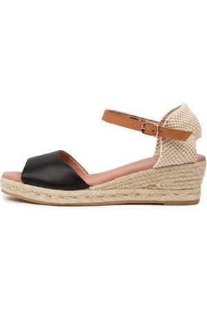Django & Juliette Suzy Dj Lt Tan Sandals Womens Shoes Casual Heeled Sandals