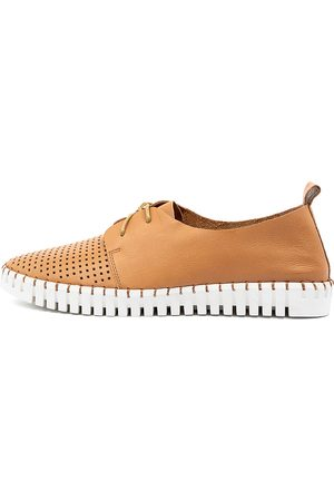 Django & Juliette Huston Tan Sneakers Womens Shoes Casual Casual Sneakers
