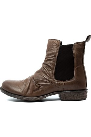 EOS Willo W Kangaroo Boots Womens Shoes Casual Ankle Boots