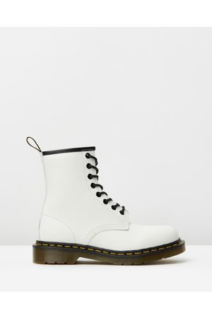Dr. Martens Unisex 1460 Smooth 8 Eye Boots - Boots ( Smooth) Unisex 1460 Smooth 8-Eye Boots