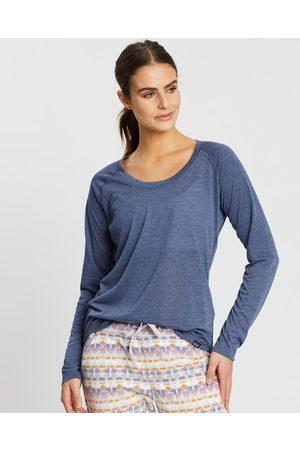 Patagonia Women Long Sleeve - Long Sleeve Cap Cool Trail Shirt - Long Sleeve T-Shirts (Classic Navy) Long Sleeve Cap Cool Trail Shirt