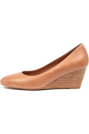 Diana Ferrari Lespie Df Tan Shoes Womens Shoes Casual Heeled Shoes