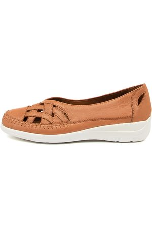 SUPERSOFT Bruin Su Khaki Shoes Womens Shoes Casual Flat Shoes