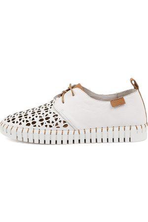 Django & Juliette Hessie Dj Dk Tan Sneakers Womens Shoes Casual Casual Sneakers
