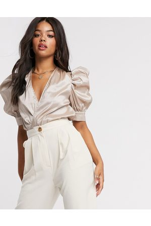 Girl in Mind Puff-sleeved body in taupe-Beige
