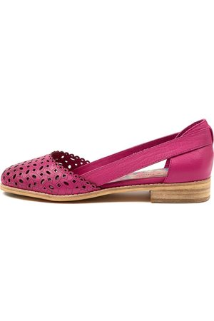 Django & Juliette Aidan Dj Fuchsia Shoes Womens Shoes Casual Flat Shoes