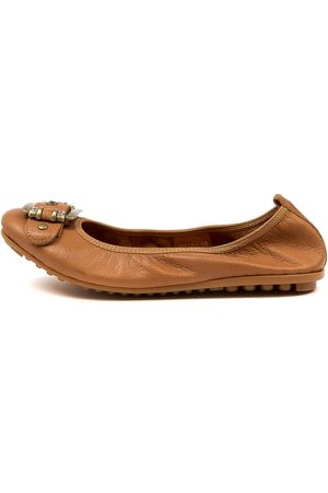 Django & Juliette Women Casual Shoes - Bellez Dk Tan Shoes Womens Shoes Casual Flat Shoes
