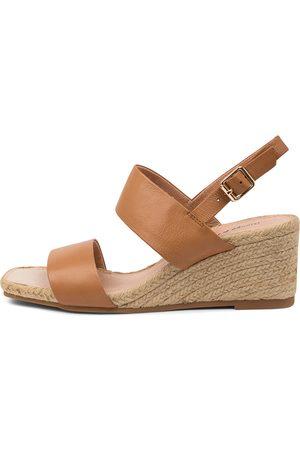 Django & Juliette Waris Dj Dk Tan Sandals Womens Shoes Casual Heeled Sandals