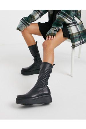 Vagabond Tara flatform calf boot in