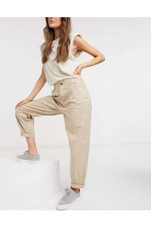 Vero Moda Chino pants in tan