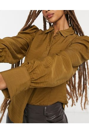 Vila Textured shirt with sleeve detail in olive-Brown
