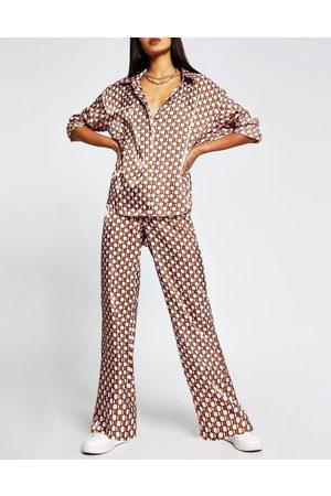 River Island Men Casual - Satin geo print shirt in brown
