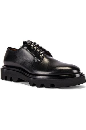 Givenchy Combat Derby in