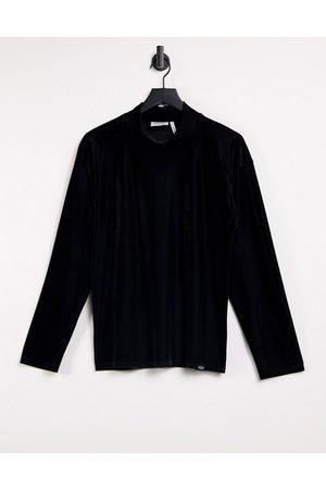 Vintage Supply Turtleneck long sleeve top in black velour