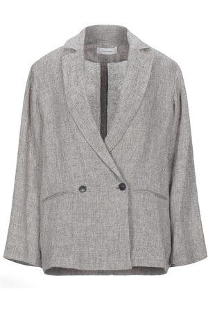 Pomandere Suit jackets