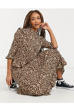 New Look Frill-shoulder midi dress in brown animal pattern-Multi