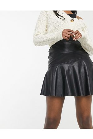 New Look Leather-look flippy skirt in black