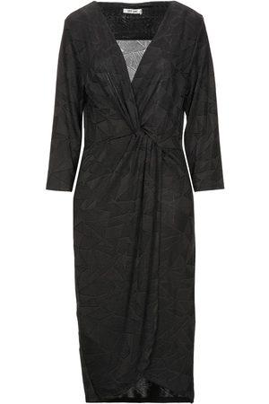 Dry Lake 3/4 length dresses