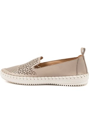 SUPERSOFT Women Casual Shoes - Winterberry Su Shoes Womens Shoes Casual Flat Shoes