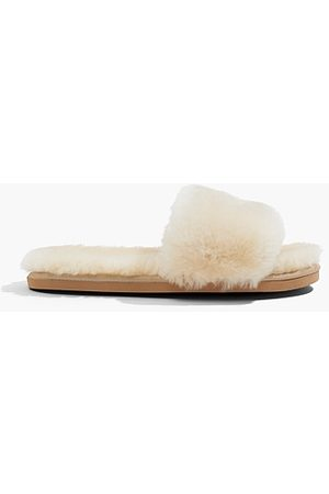 COUNTRY ROAD Thongs - Shearling Slide - Sand