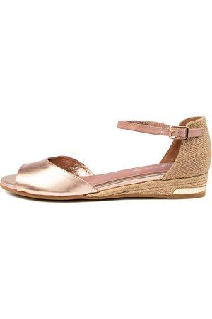 Django & Juliette Cheryls Dj Rose Cafe Sandals Womens Shoes Casual Sandals Flat Sandals