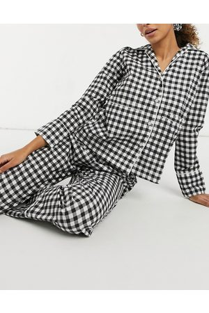 Daisy Street Long sleeve top and bottoms pyjama set with scrunchie in gingham-Black