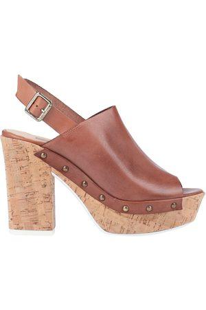 manas Sandals