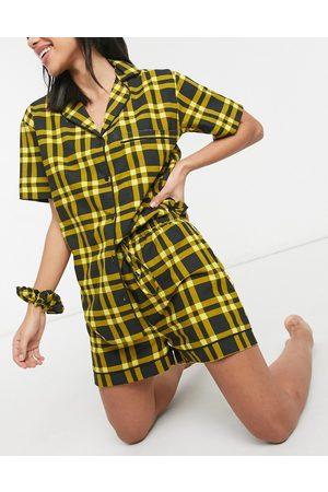 Daisy Street Short-sleeved shirt and shorts pyjama set with scrunchie in 90s check-Black