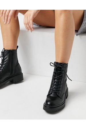 Schuh Andy lace-up flat boots in black-Blue