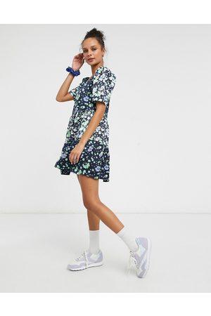 Liquorish Smock mini dress with puffed sleeves in blue floral print