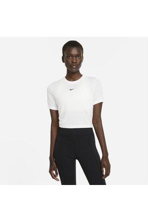 Nike Sportswear Essential Women's Crop-Top