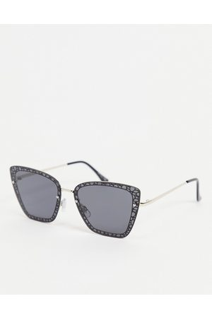 Jeepers Peepers Cat eye sunglasses in black with lens rim design