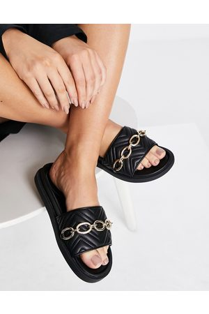 London Rebel Chunky quilted chain sliders in black