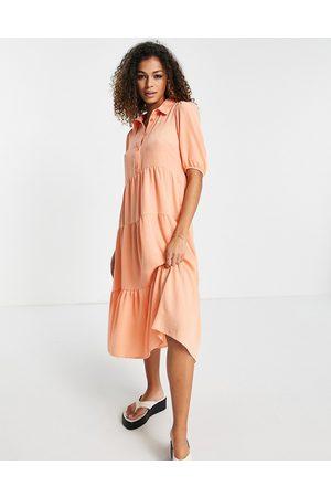 New Look Tiered hem midi dress in coral-Pink