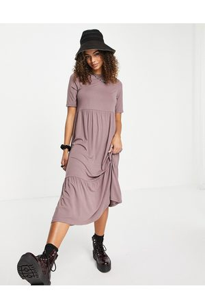ASOS DESIGN Tiered smock T-shirt midi dress in mocha-Brown