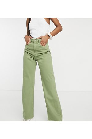 Stradivarius 90s dad jeans in washed khaki-Green