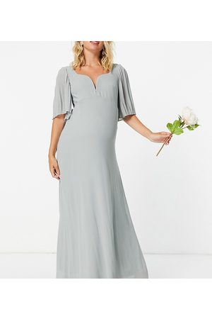 TFNC Bridesmaid sweetheart neck flutter sleeve maxi dress in sage-Green