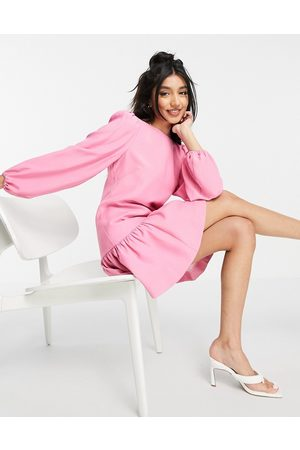 Forever New Structured frill hem balloon sleeve mini dress in pink