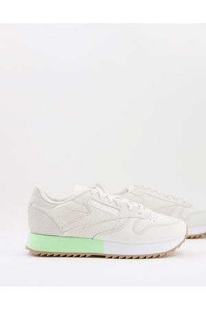 Reebok Women Heels - Classic Leather Ripple trainers in off-white with coloured heel detail