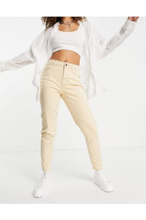 Pieces High waisted mom jeans in beige-White