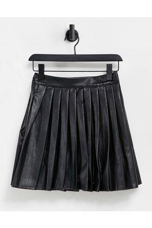 VIOLET ROMANCE Pleated PU mini skirt in black