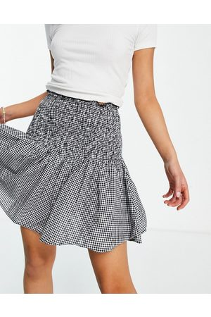New Look Women Printed Skirts - Shirred mini skirt in black check