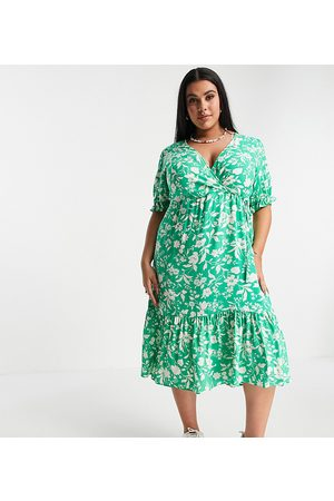 New Look New Look Curve short-sleeved floral shirred cuff midi dress in green
