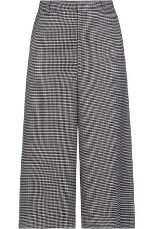 Gestuz 3/4-length shorts