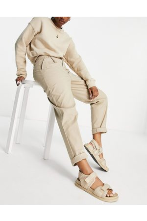 ASOS DESIGN Chino pants in stone-Neutral