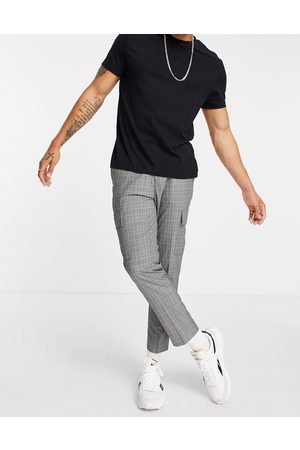 New Look Tapered cargo pants in grey check
