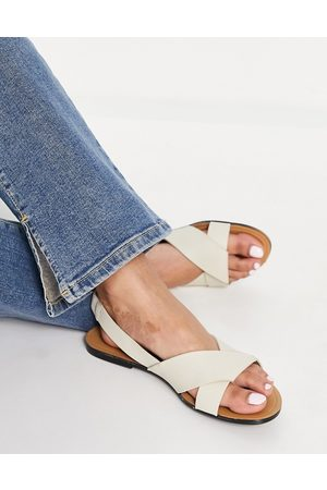 Vagabond Tia leather flat sandals with back strap in off white