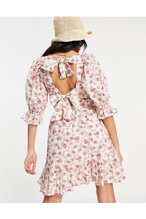 New Look Women Printed Dresses - Tie-back shirred smock dress in white floral