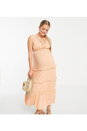 ASOS ASOS DESIGN Maternity sleeveless tiered crinkle maxi dress with lace inserts in peach-Pink