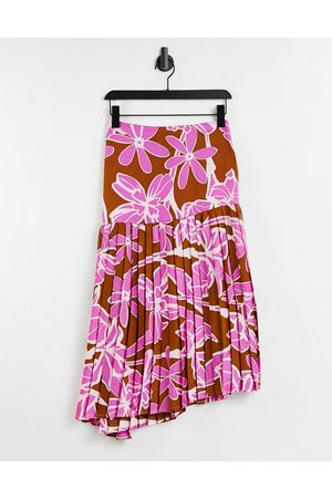 Liquorish Assymetric maxi skirt co-ord in abstract floral print-Multi